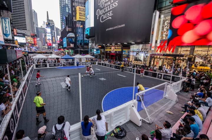 the SSUSA new york cup takes place in the world famous times square. (photo courtesy of SSUSA/ye ming)